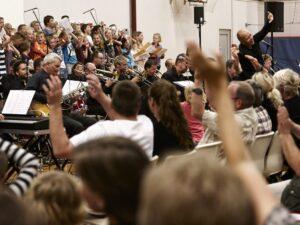 Tusindvis af midtjyske børn skal fylde hele regionen med Sange til Verden om bæredygtighed